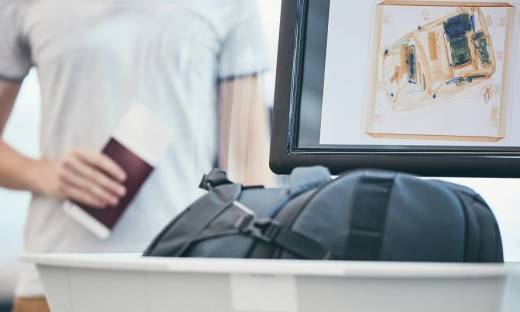Przemieszczanie i nadzorowanie bagażu na lotnisku. Jak to się odbywa?