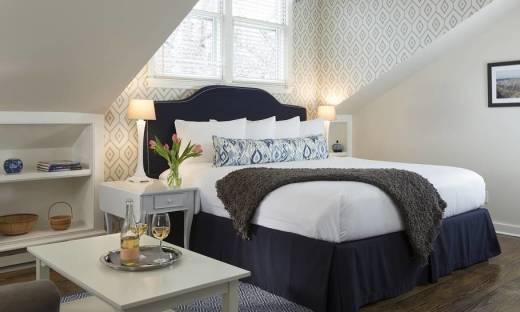 Urządzenie sypialni. W jakie meble się zaopatrzyć?
