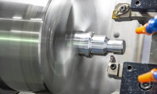 Czy rotomoulding pozwala na stosowanie insertów metalowych?